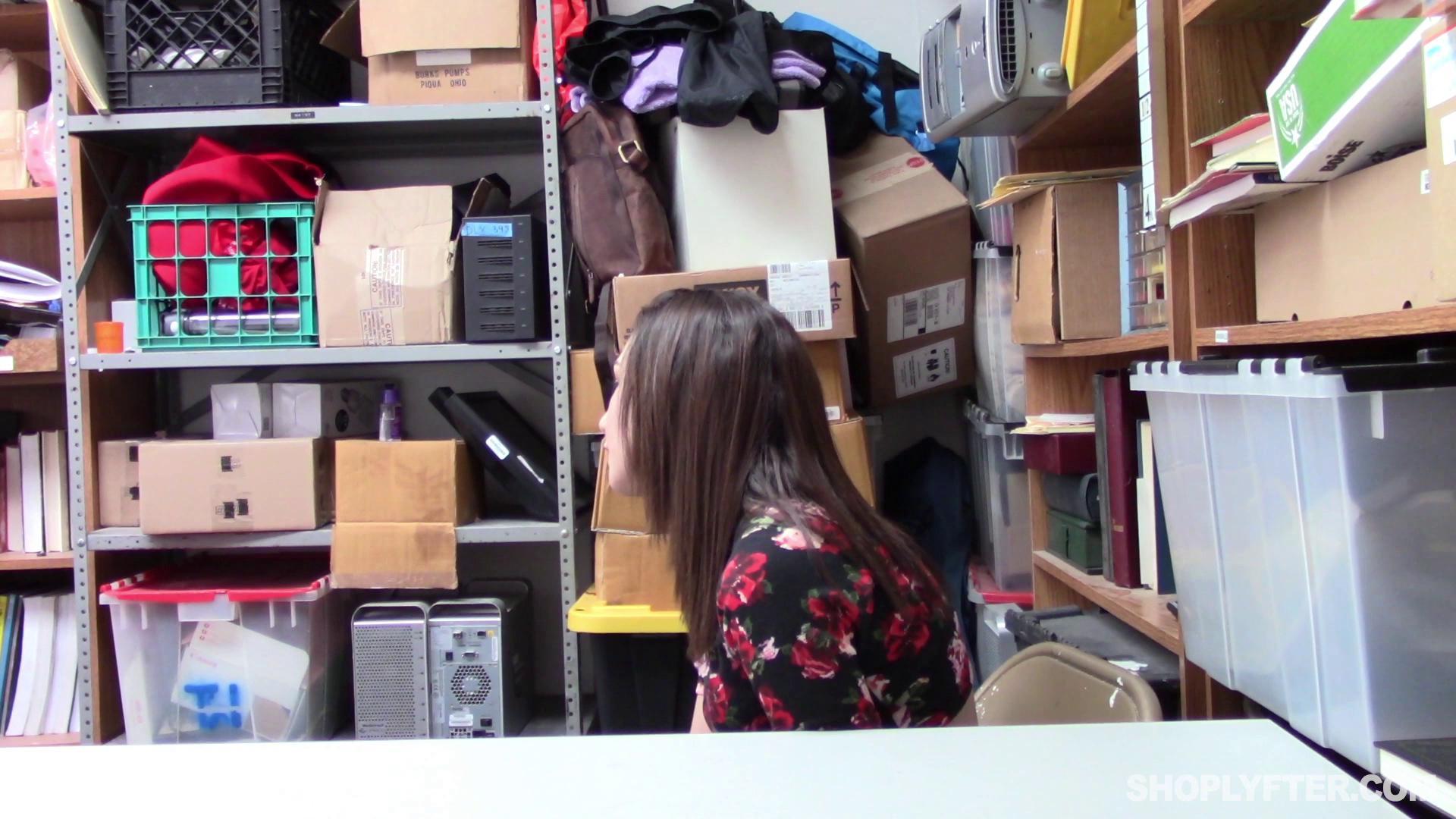 Shoplyfter – Lily Jordan