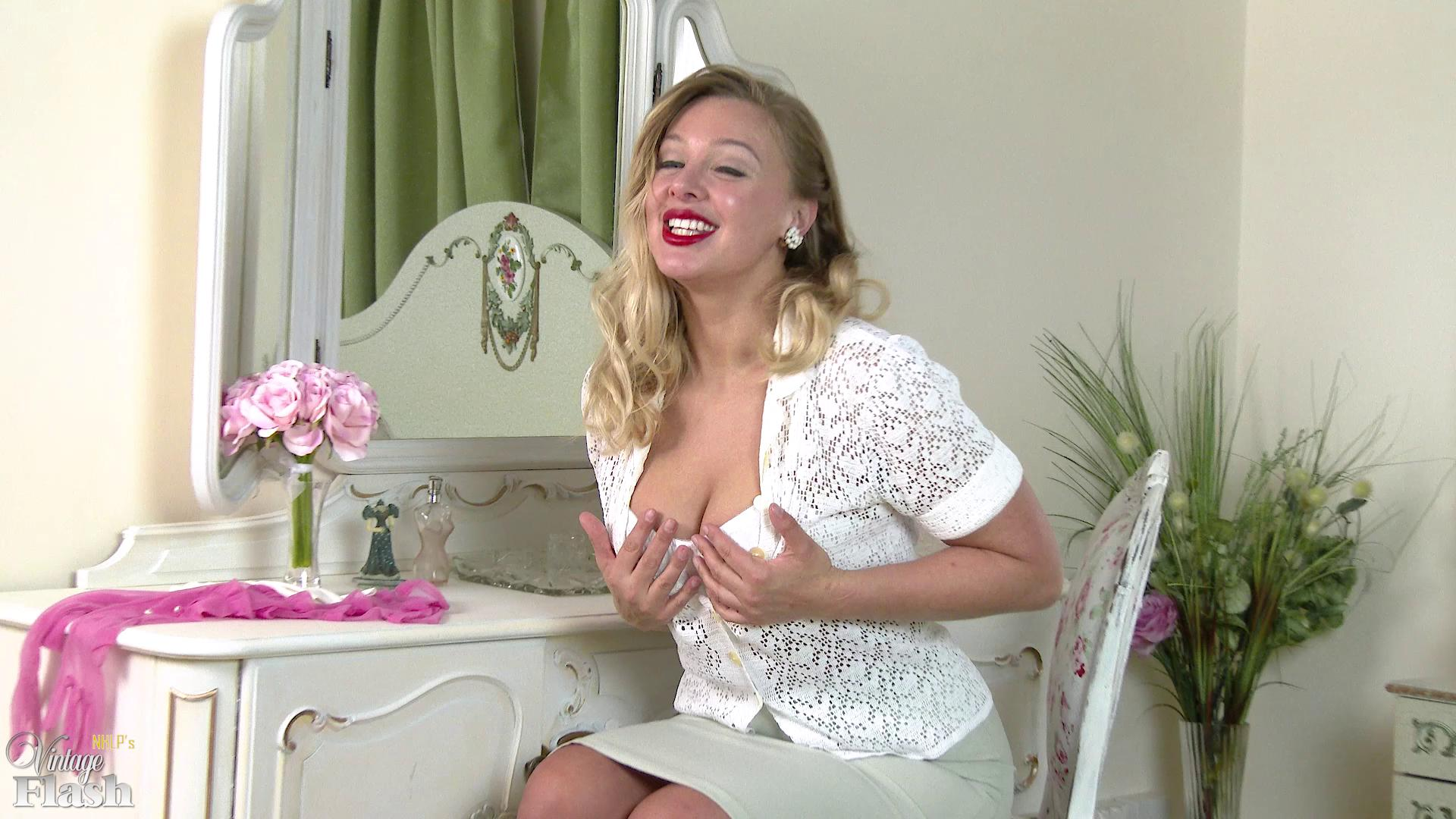 VintageFlash – Beth Bennett Sneak Into My Room