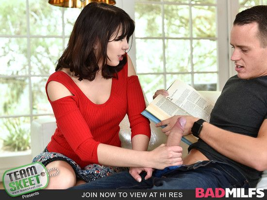BadMilfs – Blair Williams and Amber Chase – Sly Stepmom Catches A Fox