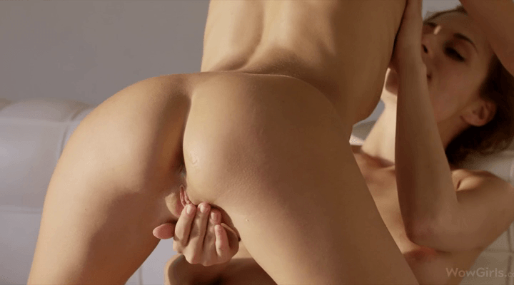 WowGirls – Clover And Antonia Sainz Show Me Your Face